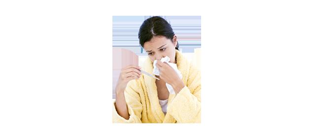 Kvinna med symptom på allergi eller förkylning